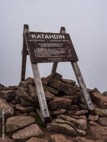 Fényképezés Katahdin Summit Sign, Appalachian Trail Terminus North, Maine, Baxter