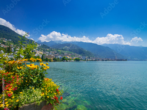 Photo Landscape of Montreux city in Switzerland, view from embankment, summer time, su