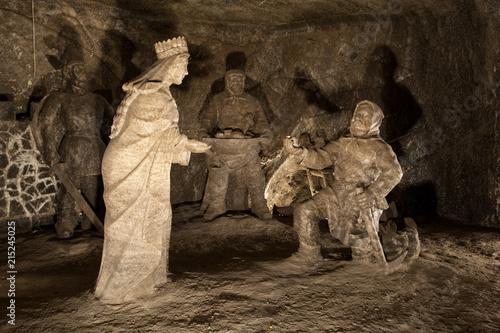 Wykwintne figury wyrzeźbione z soli kamiennej w Kopalni Soli w Wieliczce