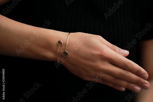 Obraz na płótnie Woman showing amazing bracelet with diamonds
