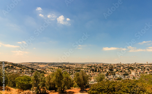 Fotografia Golden Dome of the Rock and church steeples on the skyline of the Old City of Jerusalem