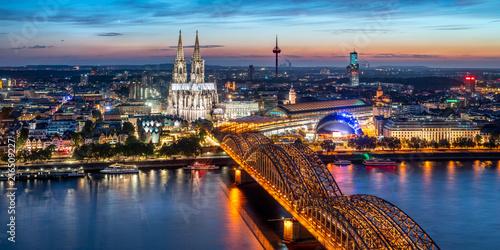 Canvas Print Köln Skyline Panorama bei Nacht mit Kölner Dom und Hohenzollernbrücke