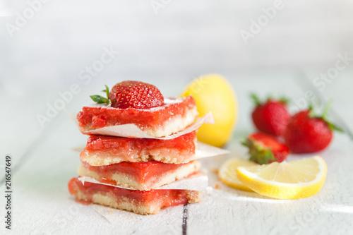 Fényképezés Strawberry lemonade bars for healthy breakfast