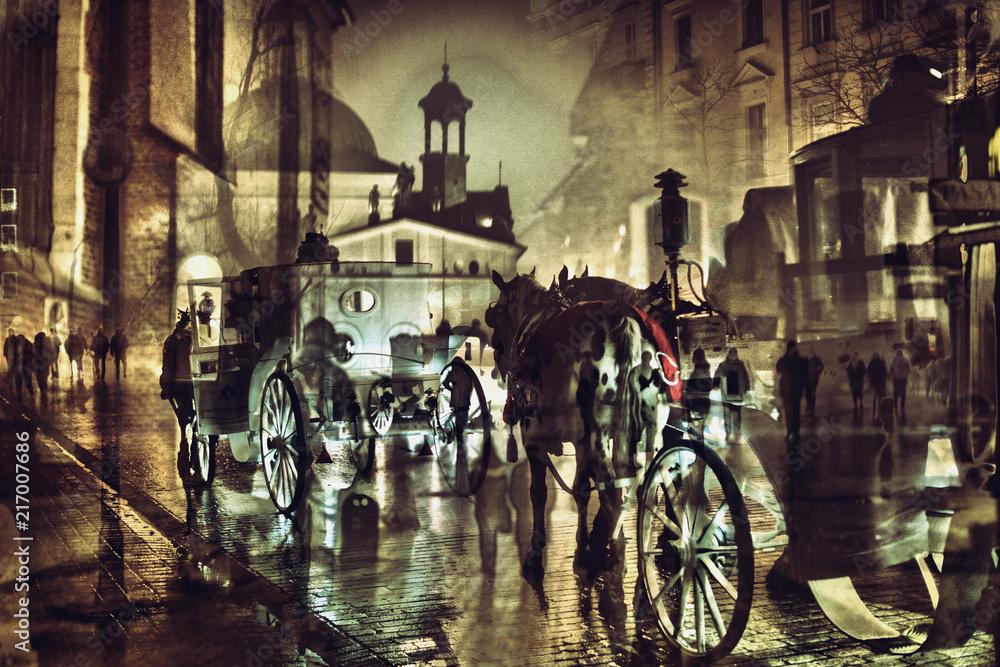 Kraków nocą z dorożką i ludźmi spacerującymi, wielokrotna ekspozycja <span>plik: #217007686 | autor: Jarek Witkowski</span>
