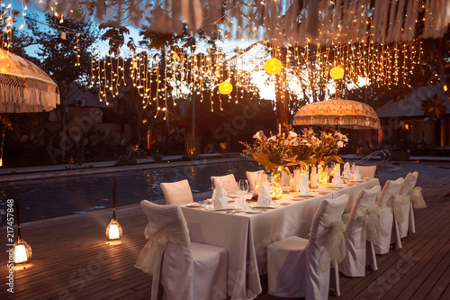 Fotografia Wedding Banquet or gala dinner decorated with garlands