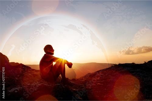 Billede på lærred Young man pray outdoor on top
