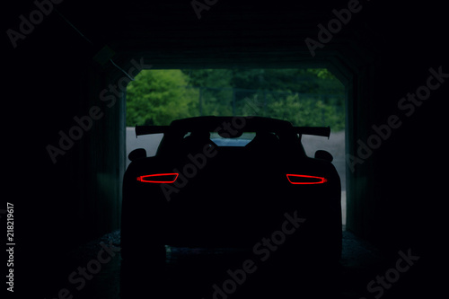Photo Back view of supercar in tunnel