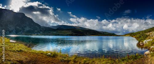 Photo High altitude glacial lake