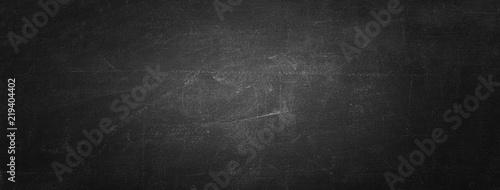 Fotografía Horizontal black board or chalkboard wall texture background