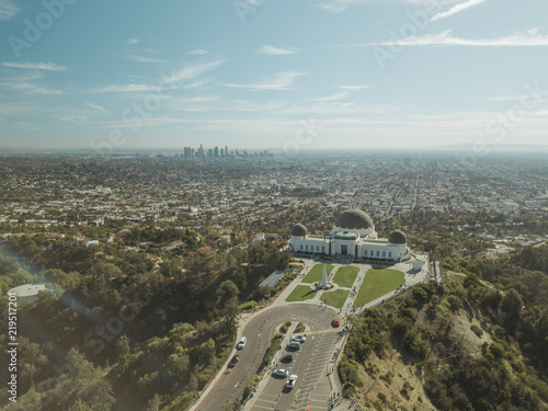 Fotografiet Aerial Drone Shot Griffith Observatory Los Angeles Midday
