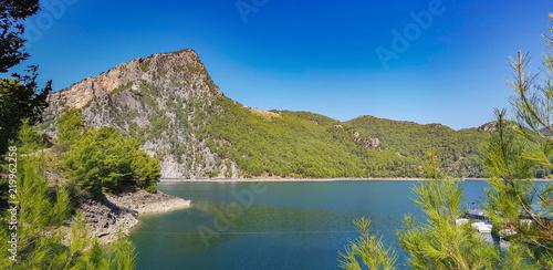 Valokuvatapetti Turquoise lake and mountains. Turkish Green Canyon