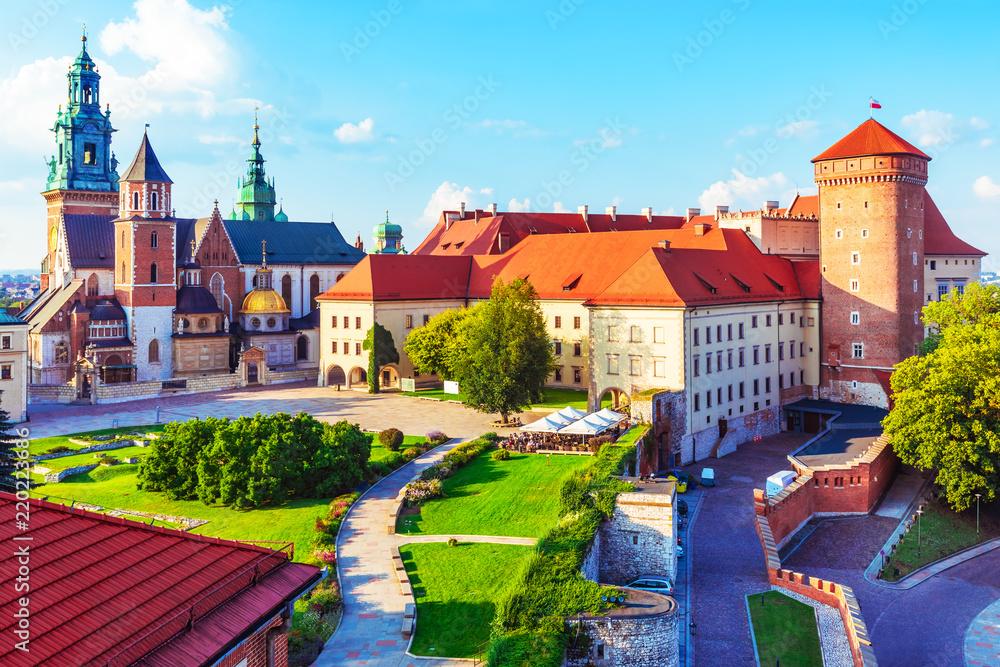 Zamek Królewski na Wawelu i katedra w Krakowie, Polska <span>plik: #220223686   autor: Scanrail</span>