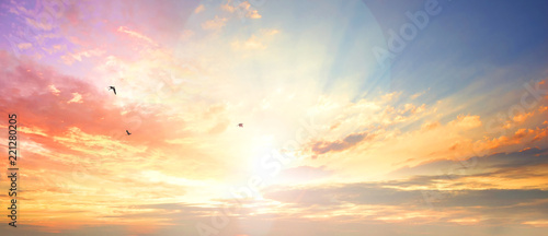 Fotografía Celestial World concept:Sunset / sunrise with clouds