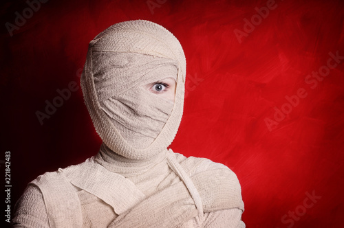 woman wrapped up with bandages as a mummy halloween costume Fototapete
