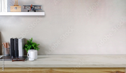 Fotografia Workspace marble table with laptop coffee mug, flower, notebook and copy space