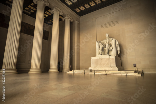 Canvas Print Statue of Abraham Lincoln Memorial on the National Mall in Washington DC USA