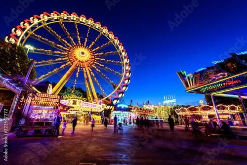 Leinwand Poster Riesenrad Rummelplatz bei Nacht