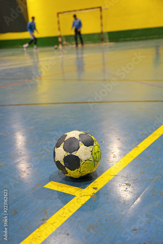 balonmano balón esquina suelo U84A3201-f18