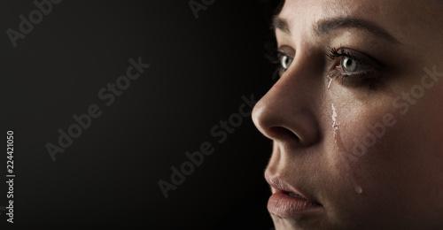 beauty girl cry on black background Fotobehang