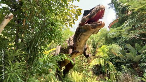 Fototapeta premium Tyrannosaurus Rex w dżungli