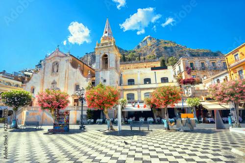 Carta da parati San Giuseppe Church at IX Aprile Square in Taormina