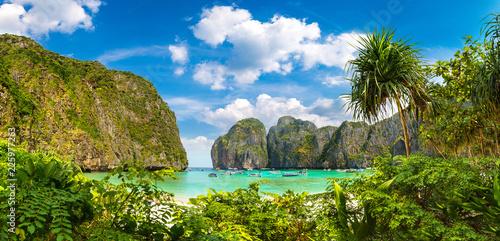 Fototapeta Maya bay on Phi Phi Leh island
