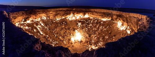 Valokuva Turkmenistan gates of hell gas crater fire in Karakum desert near Darvaza