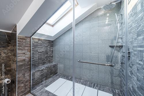 Fotografia Glass shower cabin in modern loft bathroom