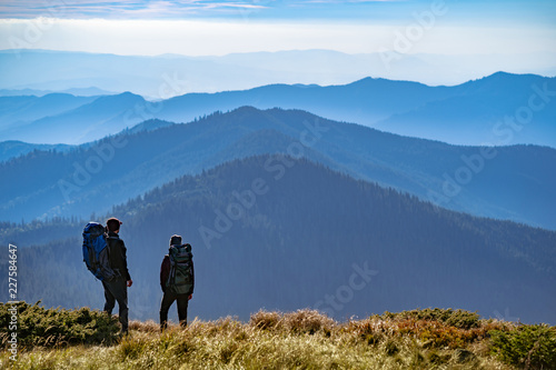 фотография The two people standing on the mountain