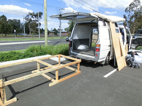 Foto construction of a bed-frame in a campervan