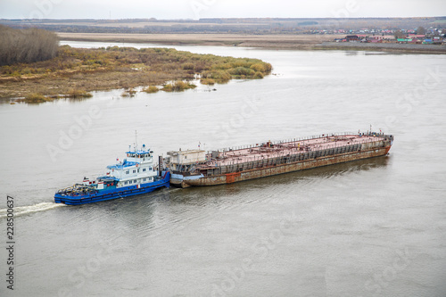 Photo river barge towing