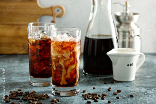 Carta da parati Cold brew iced coffee in tall glasses