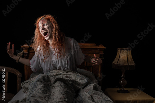 Canvas Print Scary woman possessed by devil in the bed