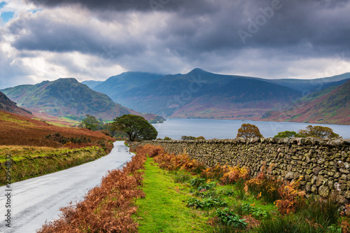 Платно Road to Crummock Water / Crummock Water is a lake in the English Lake District which is now a Unesco World Heritage Site