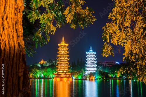 Stampa su Tela Night view of the Sun and Moon Pagodas at Shanhu Lake or Fir Lake