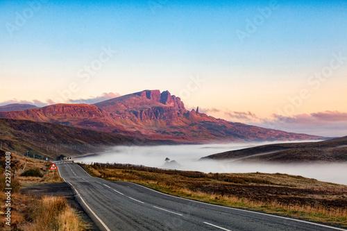 Fotografia Early Morning Approaching The Storr, Isle of Skye, Scotland