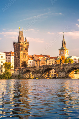 Foto Charles Bridge and lookout tower  in Prague, Czech Republic.