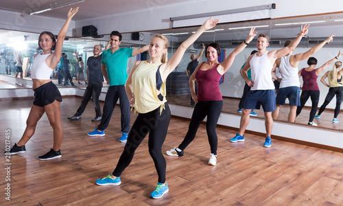 Billede på lærred Happy people exercising zumba elements together