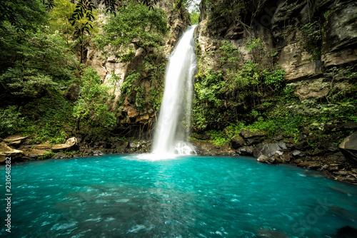 Obraz na plátně Majestic waterfall in the rainforest jungle of Costa Rica