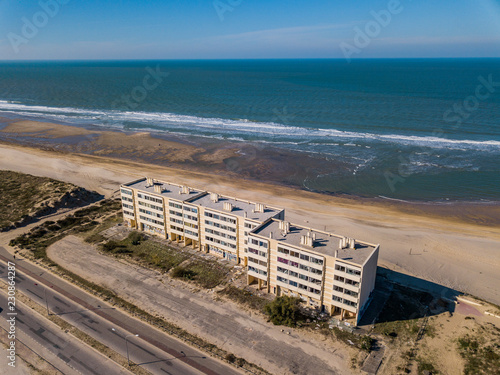 Photographie Soulac sur Mer, France - October 20, 2018: Building the Signal on dunes