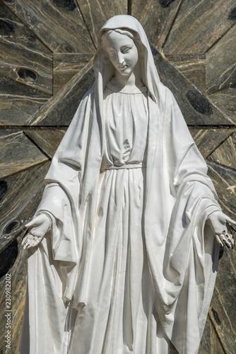 Fotografia, Obraz Nazareth, Israel -26 October, 2018 : Statue of Virgin Mary in courtyard of the B