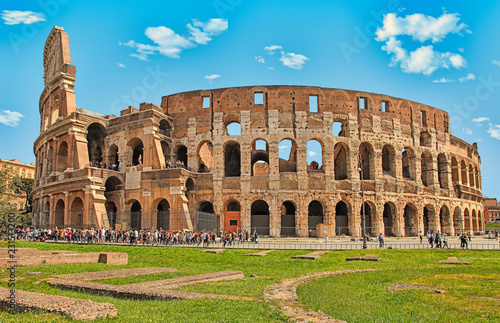 Rome, Italy - April 7, 2016: Tourists visiting the Colosseum on APRIL 7, 2016 in Rome, Italy Fototapete