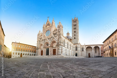Fotografie, Obraz Siena Cathedral (Duomo di Siena) on sunrise, Tuscany, Italy