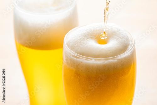 Fotografia ビールをグラスに注ぐ