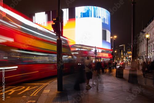 фотография Piccadilly Circus London bei Nacht mit Bus, Doppeldecker