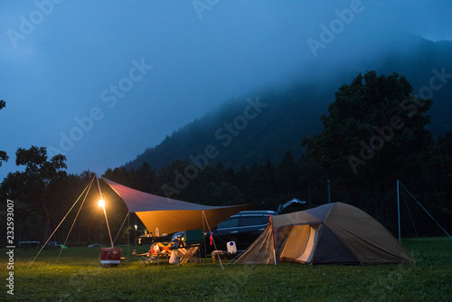 Fotografia camping in the mountains