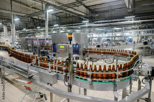 Tableau sur Toile beer bottling conveyor belt in brewing factory