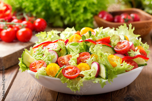 Photo bowl of fresh salad with vegetables and greens