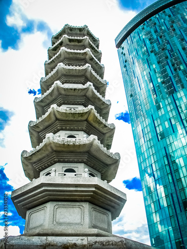 The Pagoda and the Beetham tower 4 Fototapet