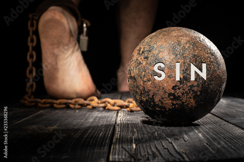 Fotografia Sin is ball on the leg. Concept of fear.